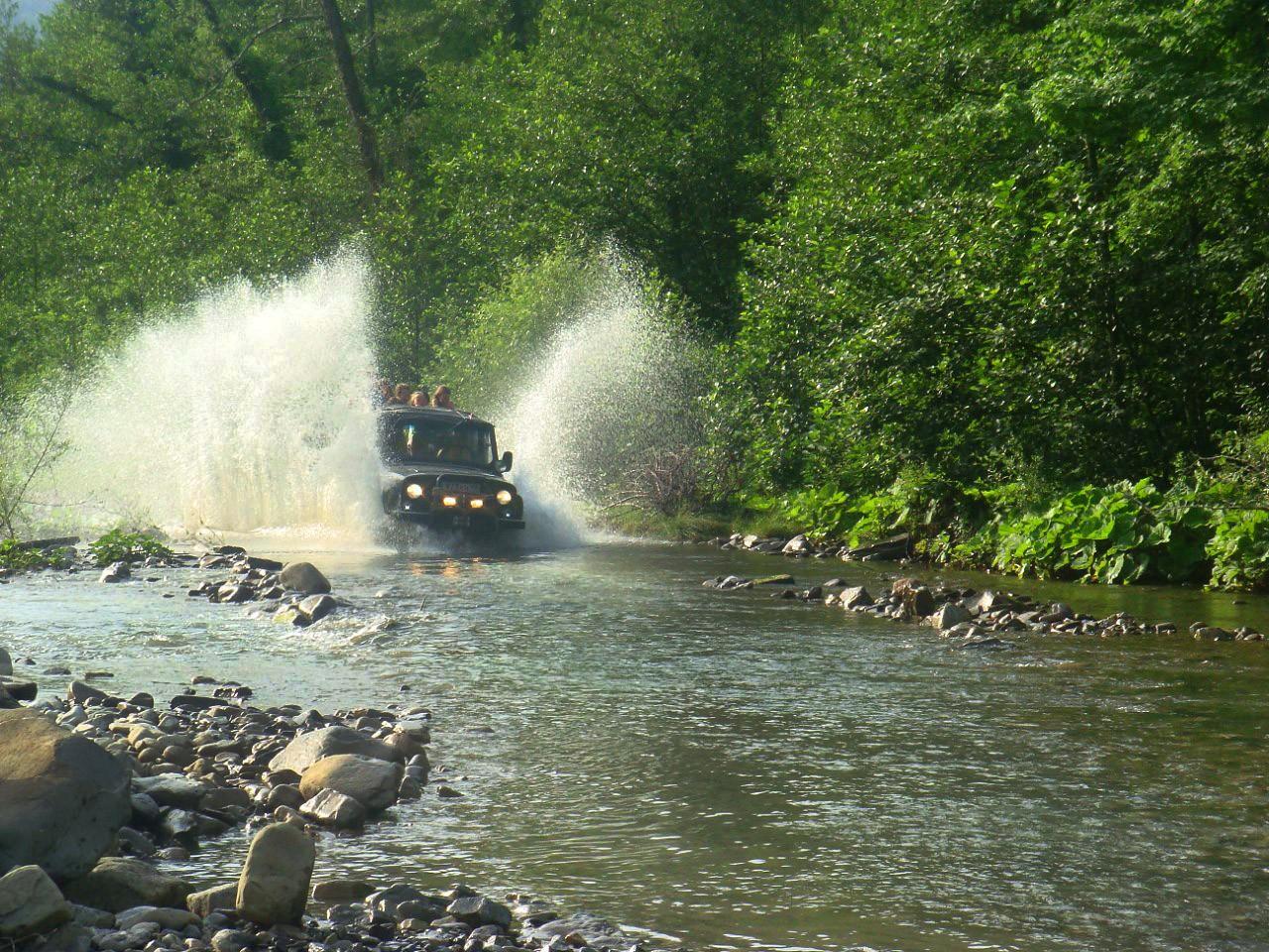 Фото: Джиппинг «Изумрудная долина реки Аше»