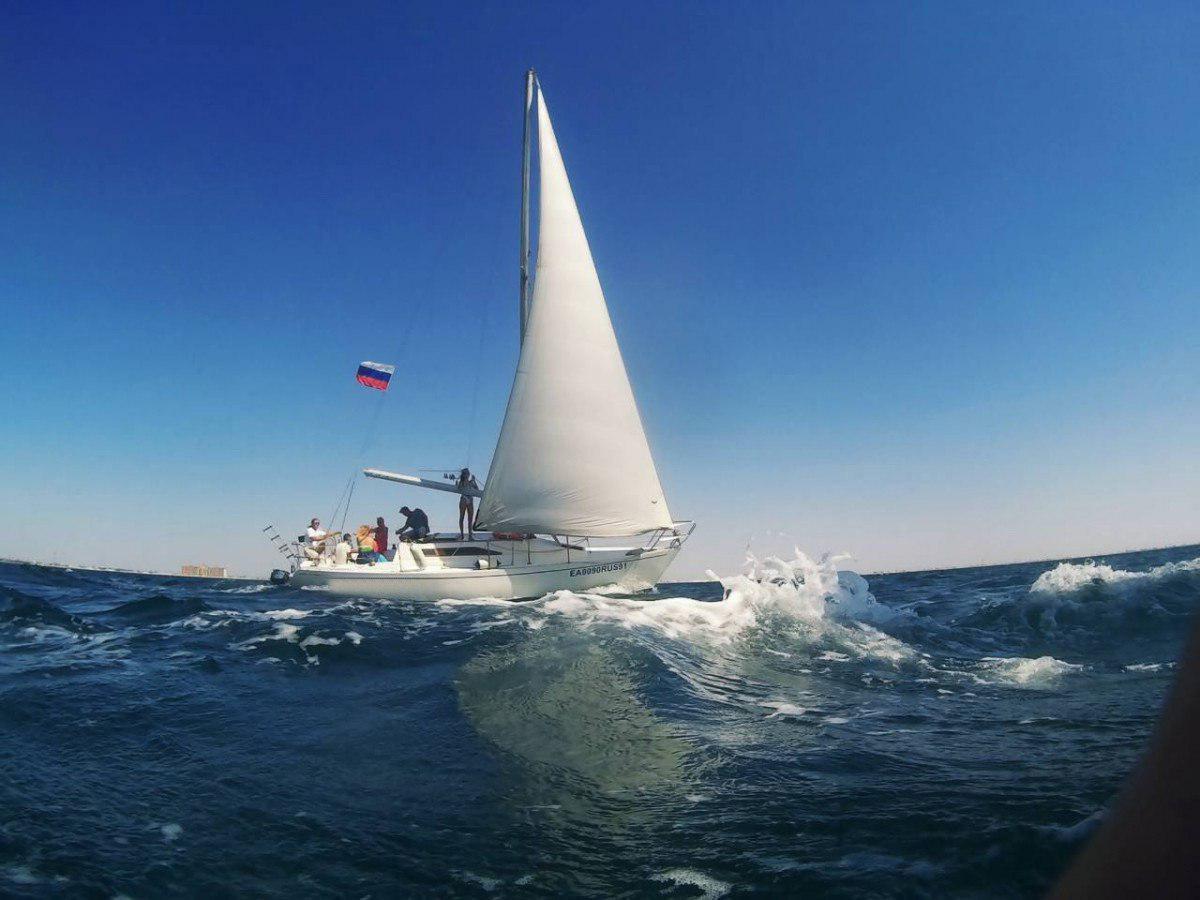 Фото: Парусная яхта «Less-900», с капитаном