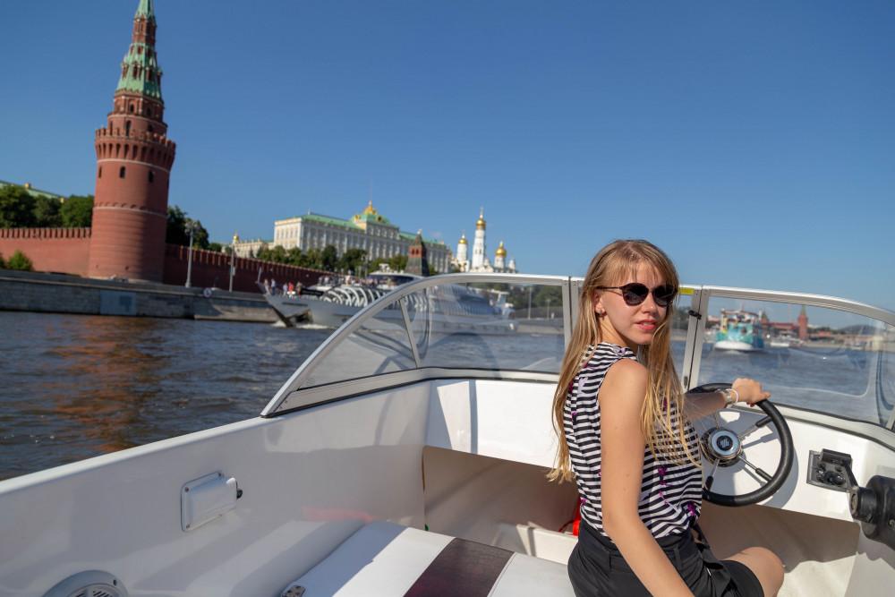 Фото: Прогулка на катере без капитана вдоль Кремля