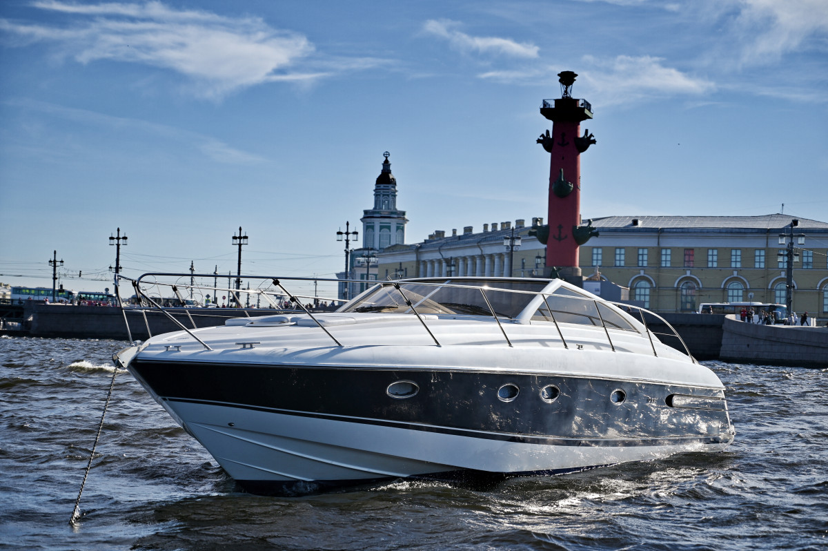 Фото: VIP Яхта «Принцесса V42»