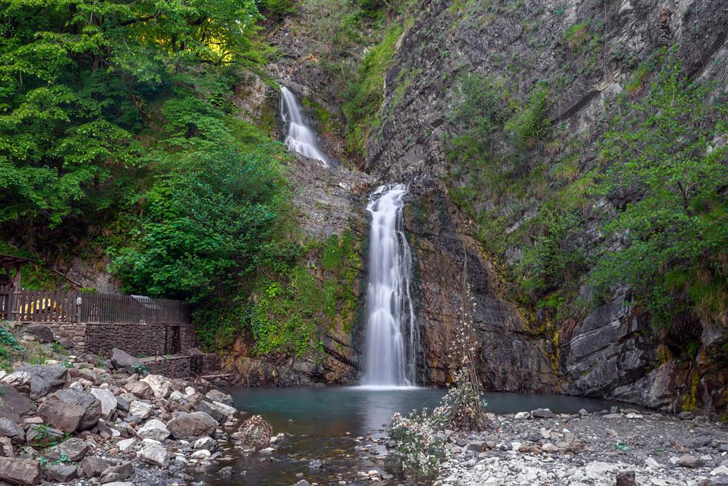 Фото: Змейковские водопады и гора Пикет