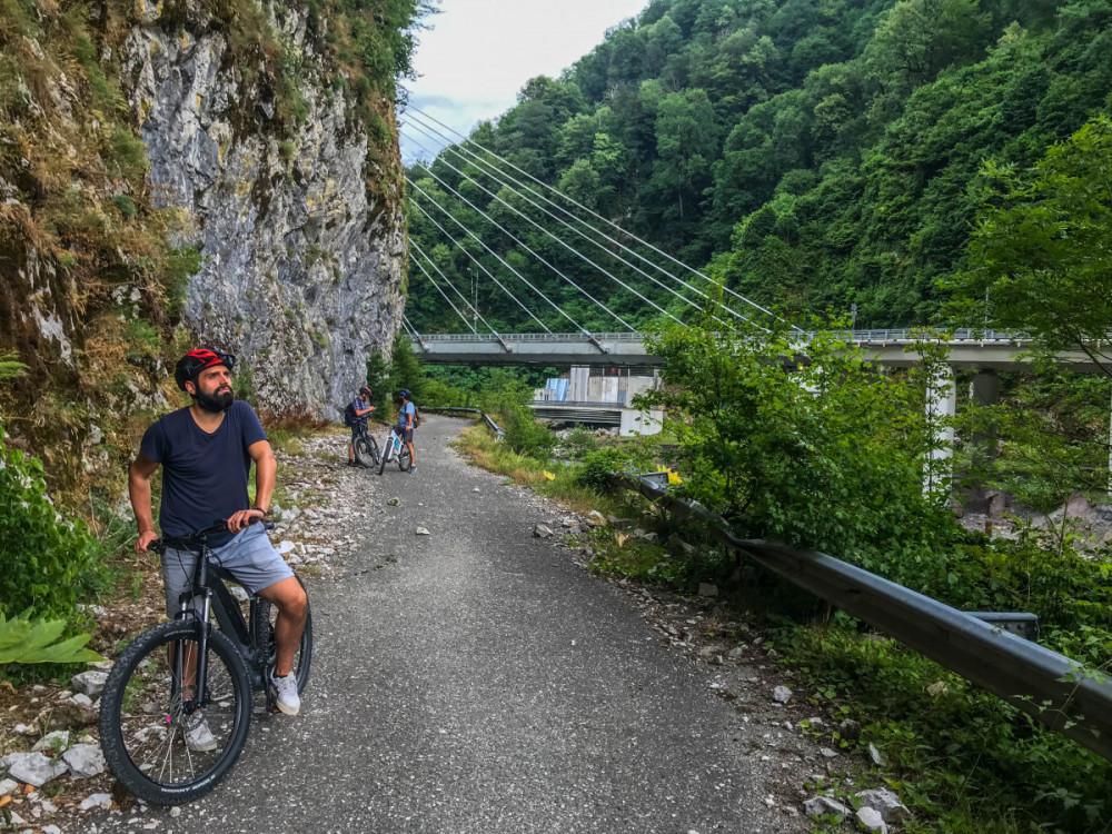 Фото: Ущелье Ахцу и водопад Пасть Дракона