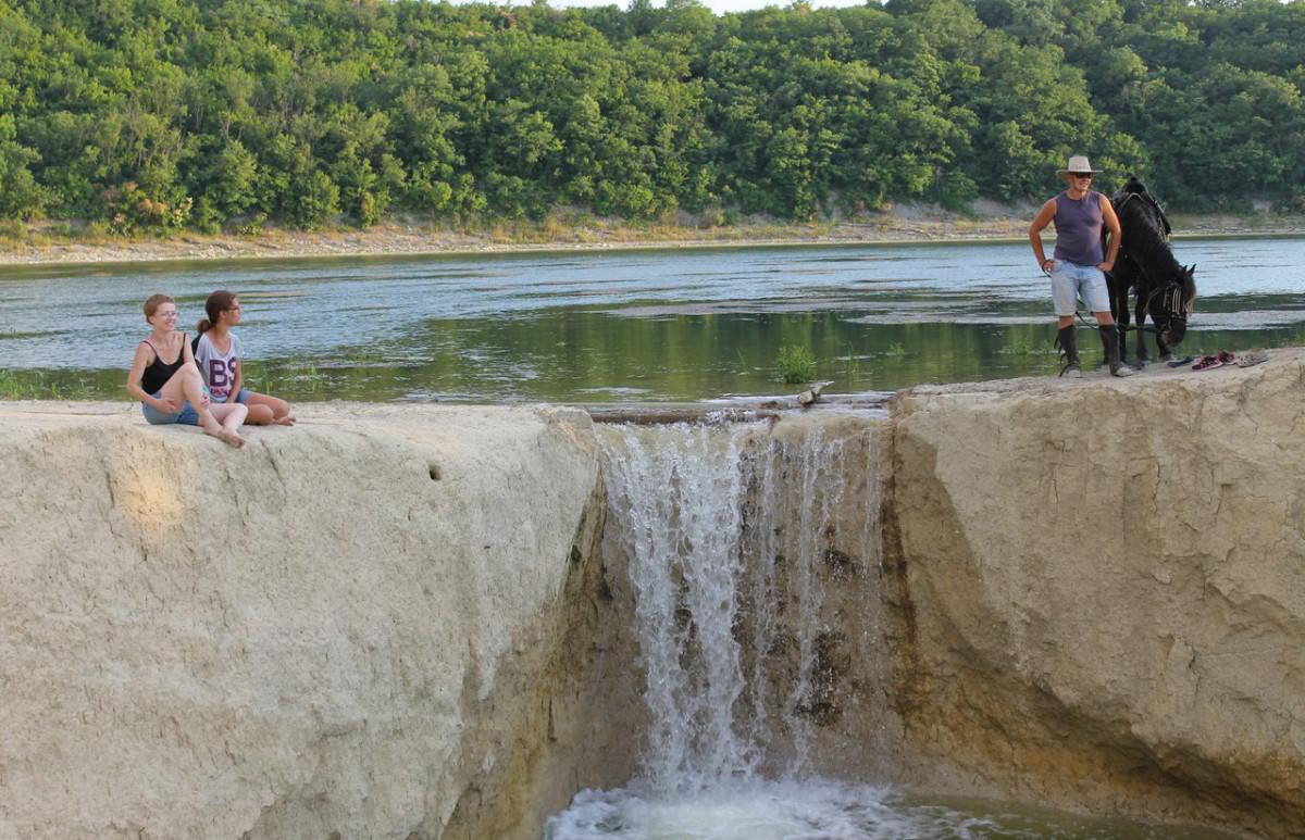 """Фото: Конный поход """"Лесное озеро с водопадом"""""""