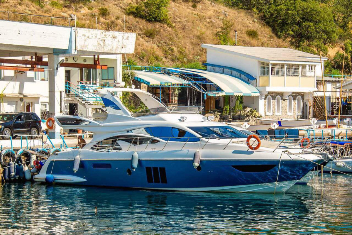 Фото: VIP Яхта «Azimut»