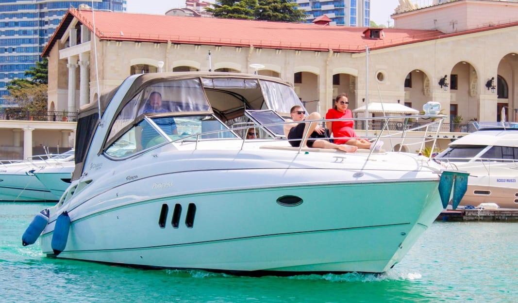 Фото: Моторная яхта «Cruisers 330»