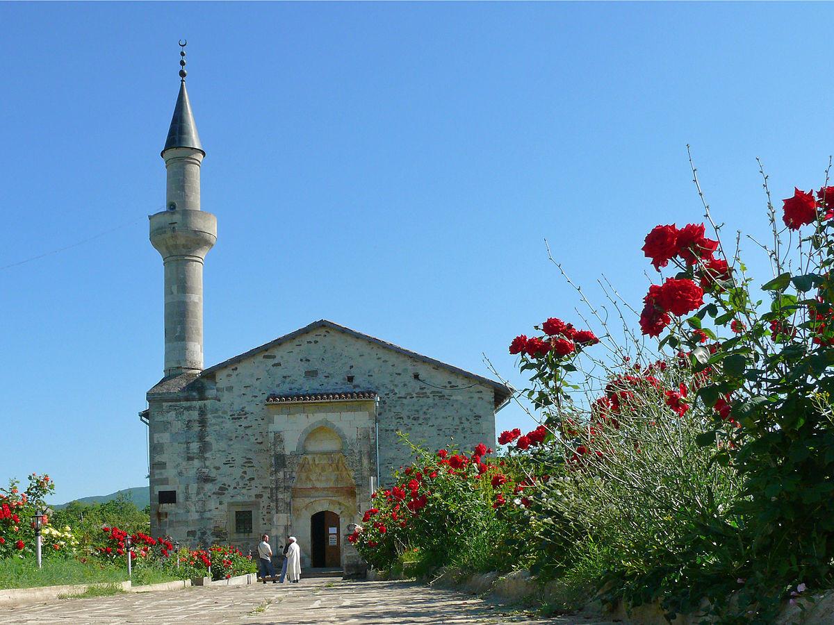 Фото: Монастырь Сурб-Хач. Мечеть хана Узбека.