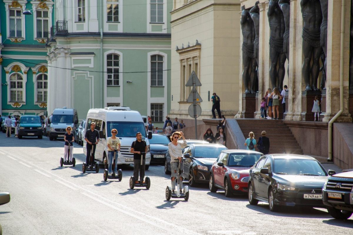 Фото: Исторический центр Петербурга на сегвеях