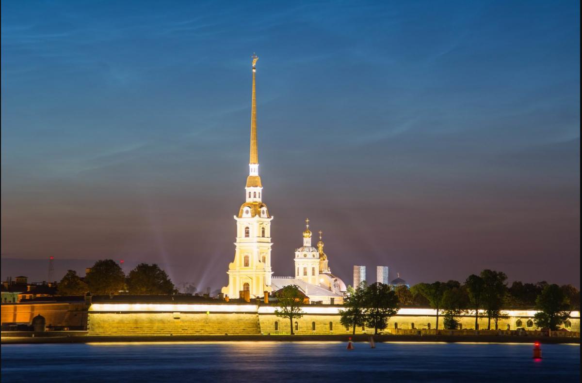 Фото: Петропавловская крепость с гидом