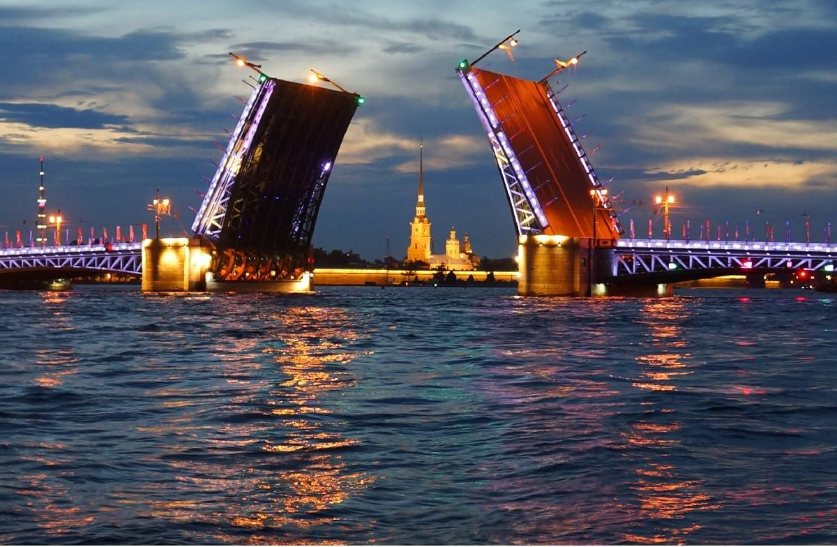 Фото: Прогулка на катере без капитана на развод мостов