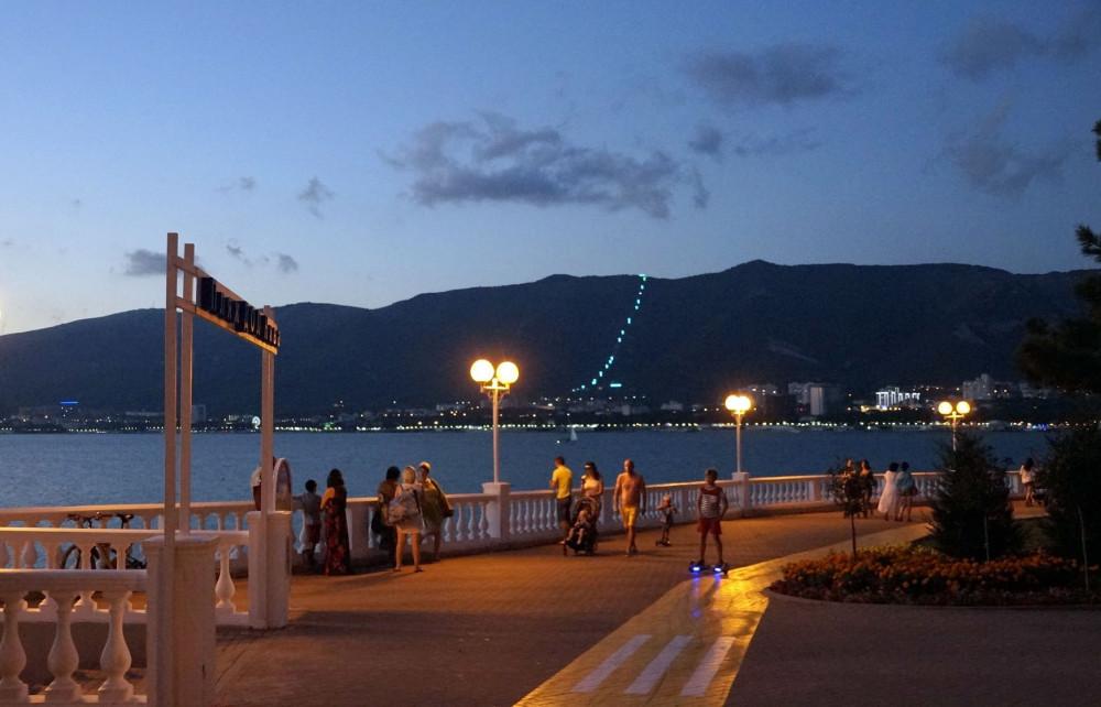 Фото: Вечерний променад по Набережной