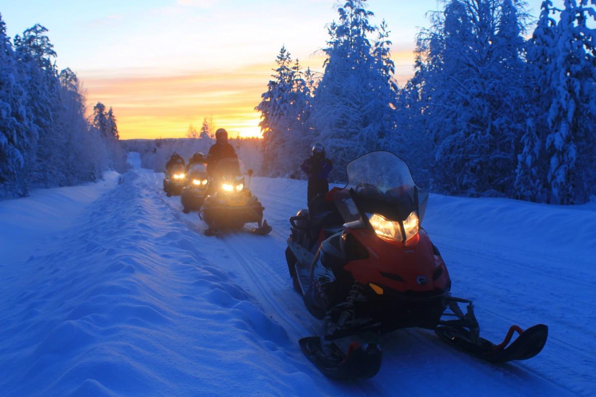 Фото: «Ночной дозор» на снегоходах