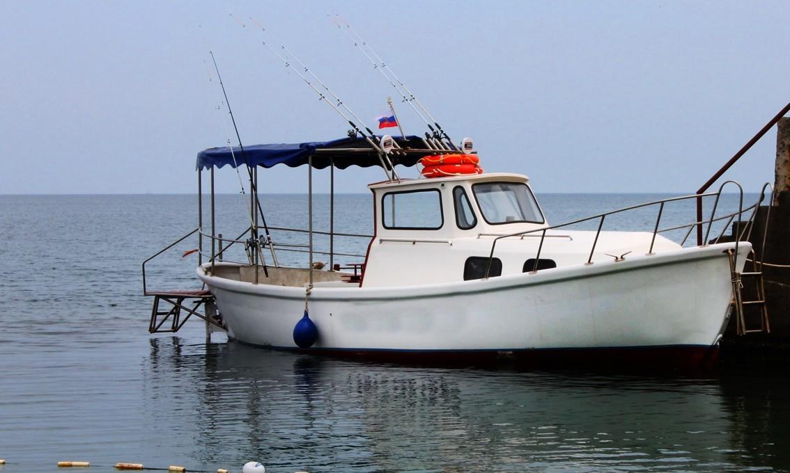 Фото: Катер для рыбалки и прогулок