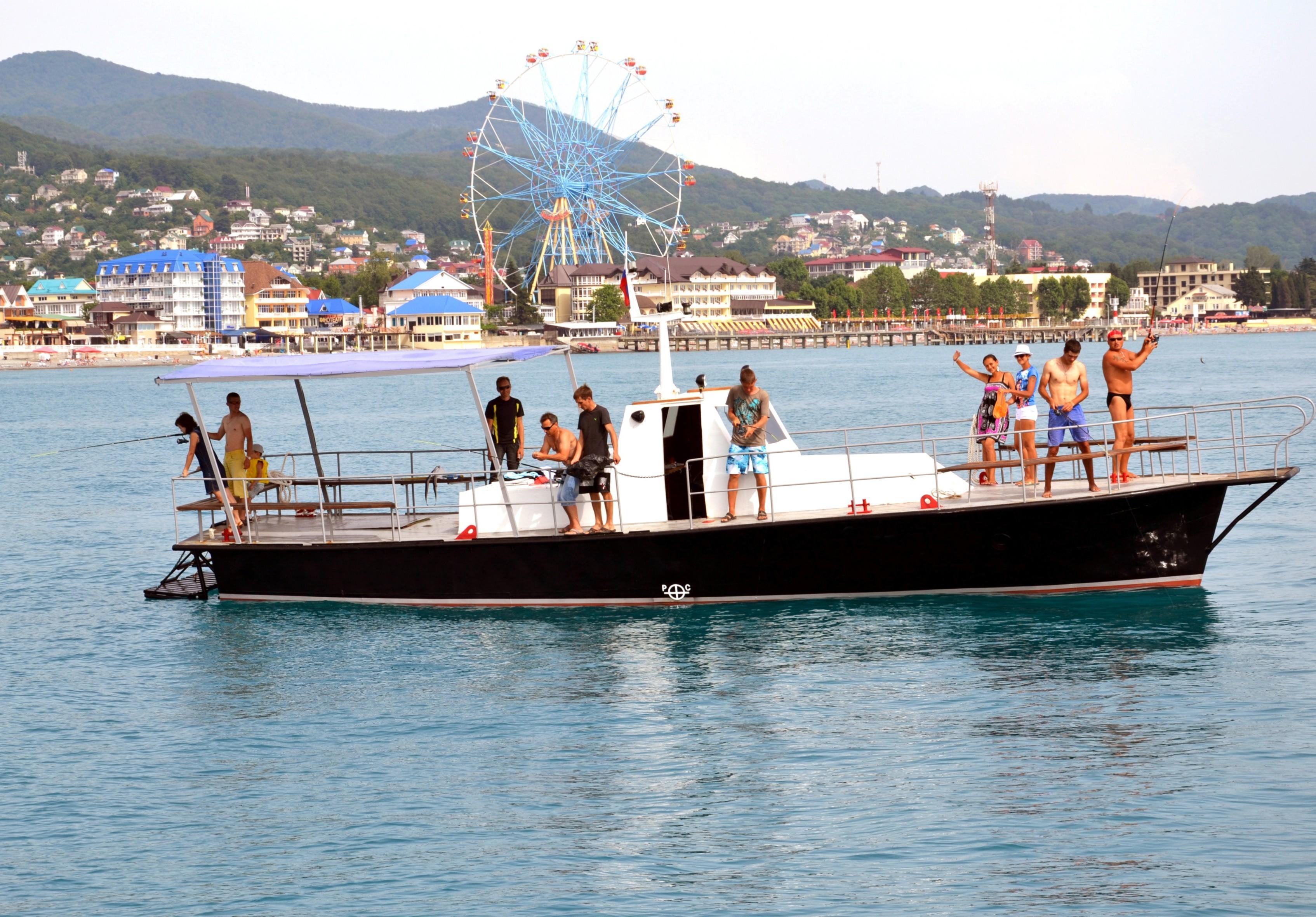 Фото: Рыбалка на адмиралтейском катере
