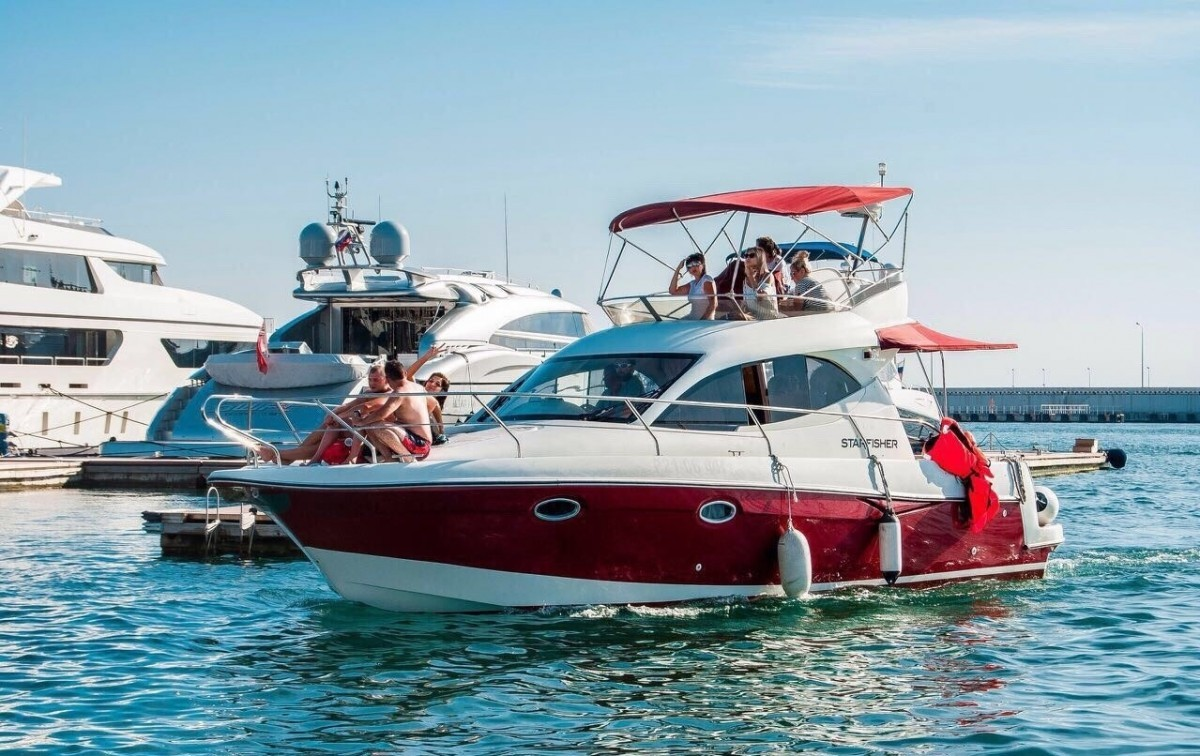 Фото: Моторная яхта «Морская звезда»