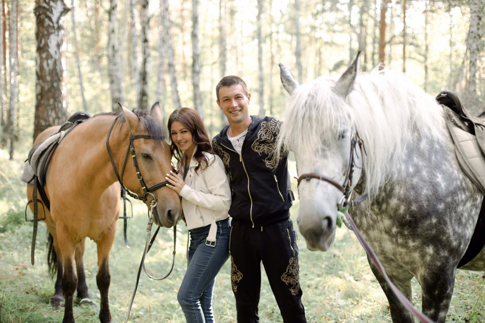 Фото: Прогулка на лошадях по лесу