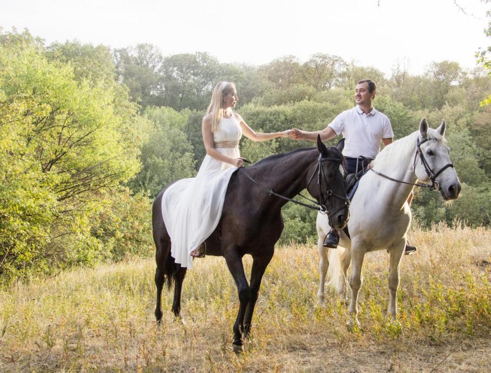 Фото: Романтическая прогулка на лошадях для двоих