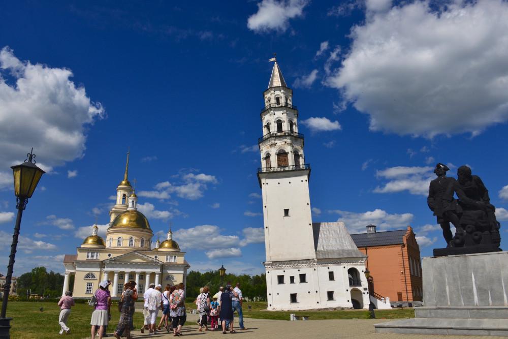 Фото: Наклонная башня Демидовых