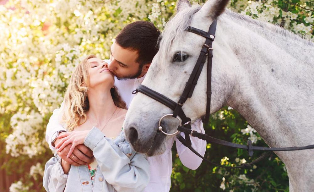 Фото: Романтическое свидание на лошадях