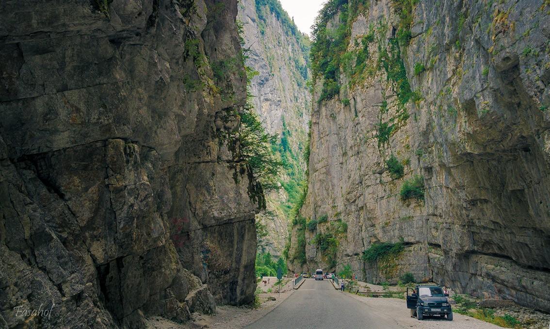 Фото: Юпшарский каньон и озеро Рица с гидом
