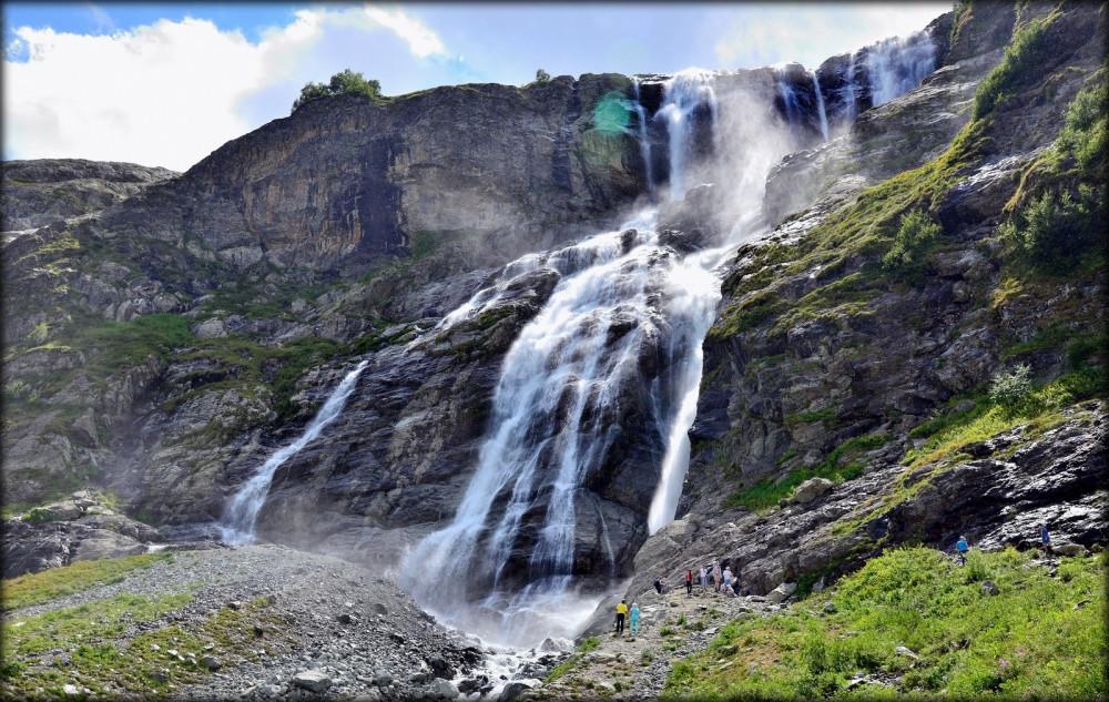 Фото: Царские водопады и озера Шадхурей