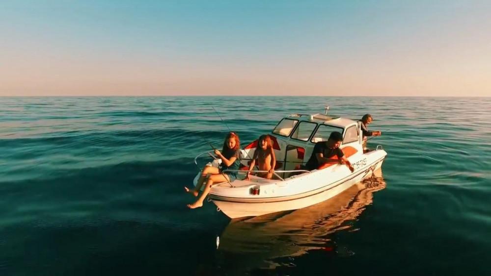 Фото: Рыбалка на катере для небольшой компании