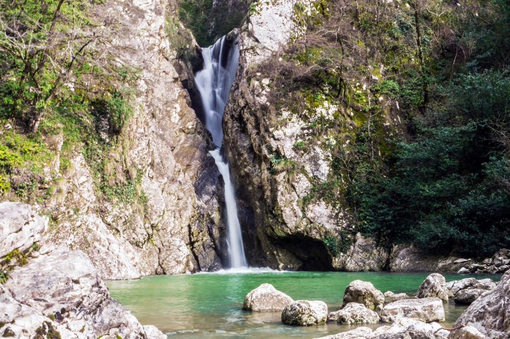 Фото: Агурские водопады и Орлиные скалы