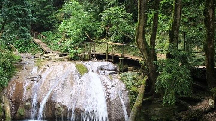 Фото: 33 водопада и Шоу программа