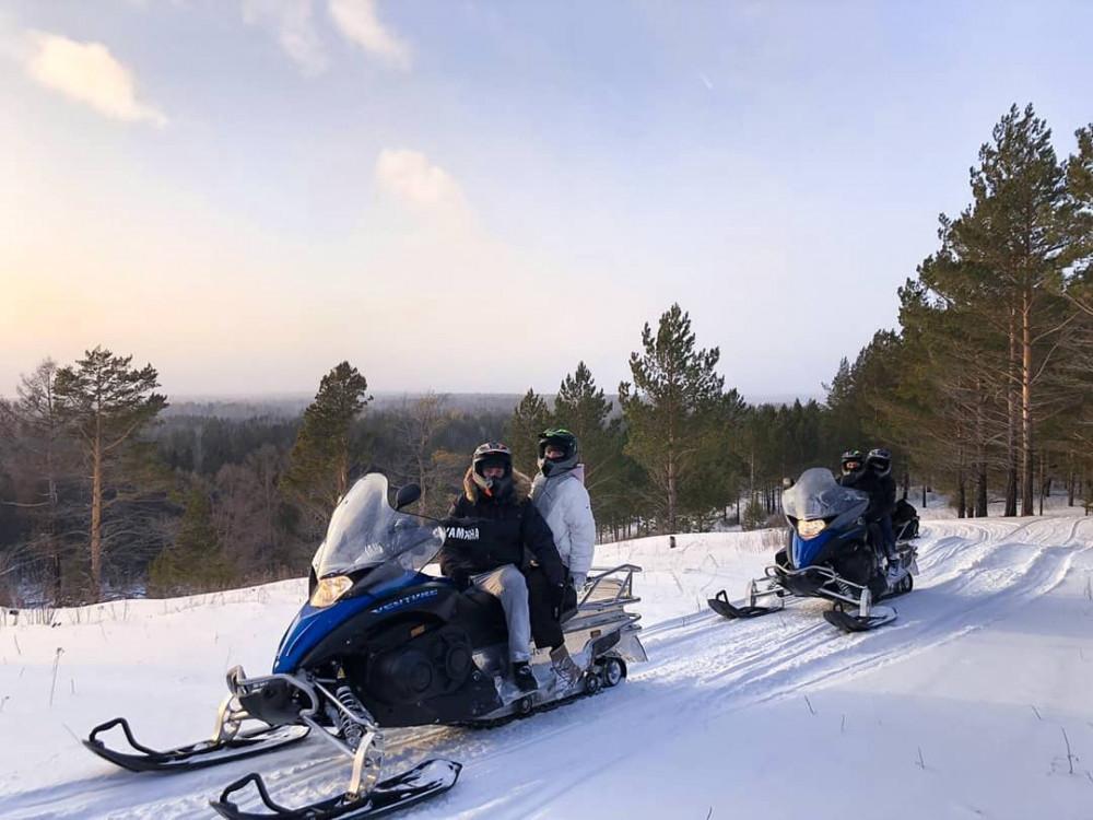 Фото: Экстремальный заезд на снегоходе