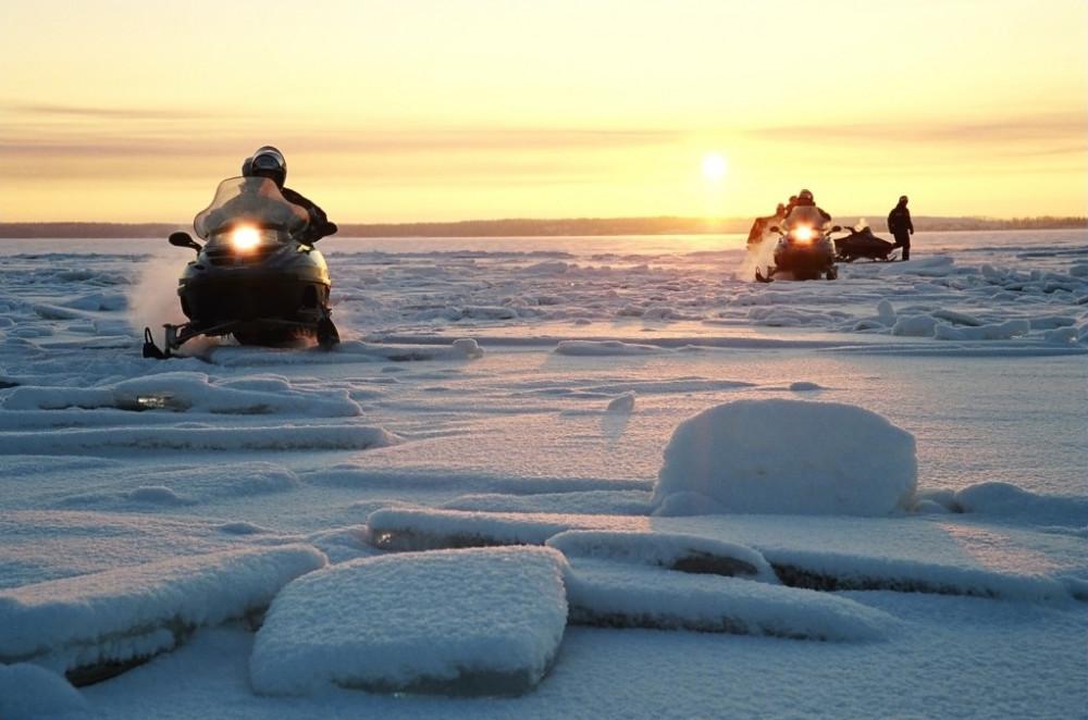Фото: Покатушки на снегоходах