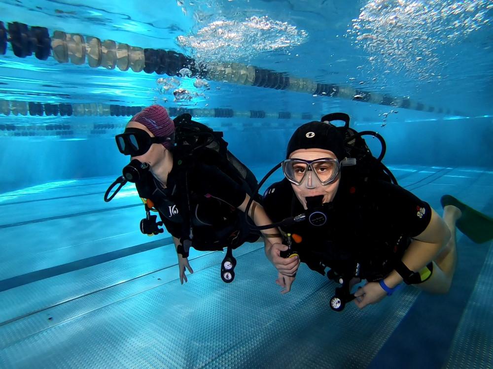 Фото: Урок дайвинга в бассейне