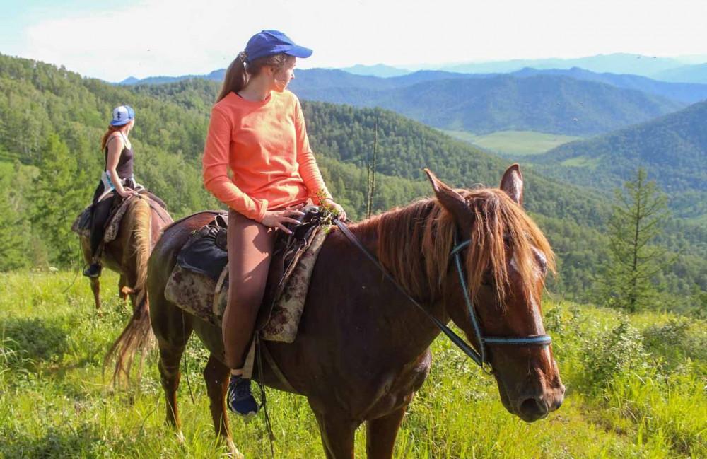 Фото: Верхом на лошади к горной панораме