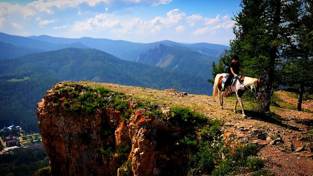 Фото: Конная прогулка до скалы «Пропасть»