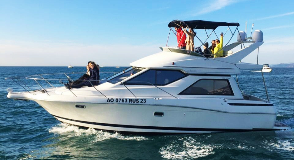 Фото: Двухпалубная яхта «Bayliner 3258»