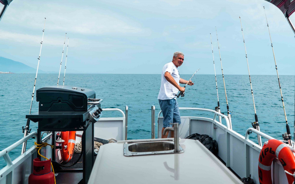 Фото: Рыбалка в море на понтонном катере