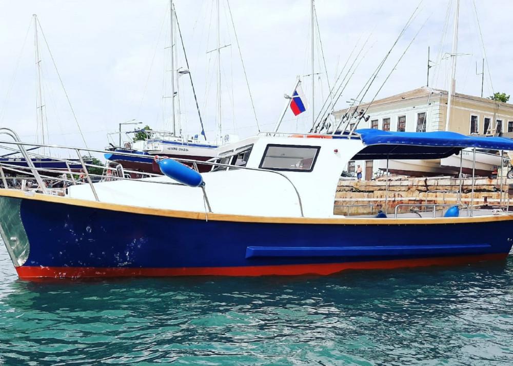 Фото: Катер для отдыха в море