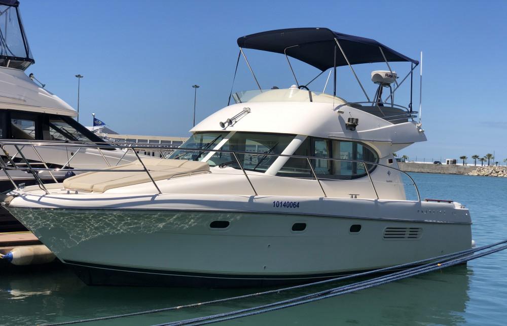 Фото: Двухпалубная яхта «Prestige 32 Jeanne»