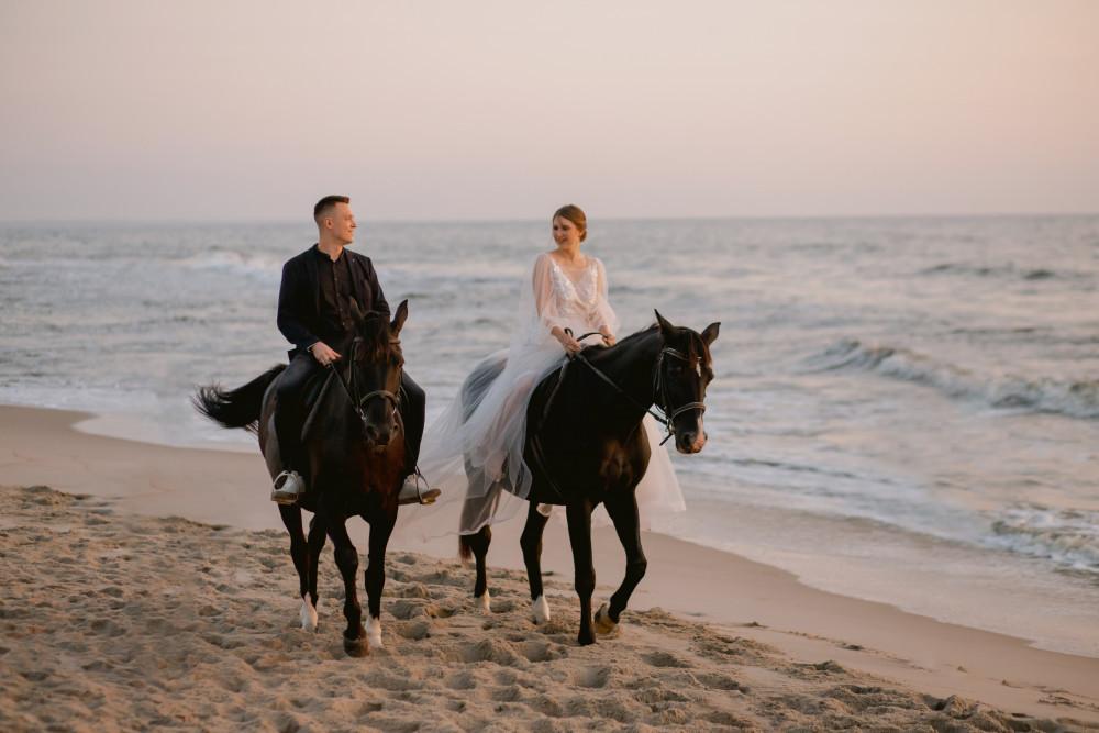Фото: Фотосессия с лошадьми у моря