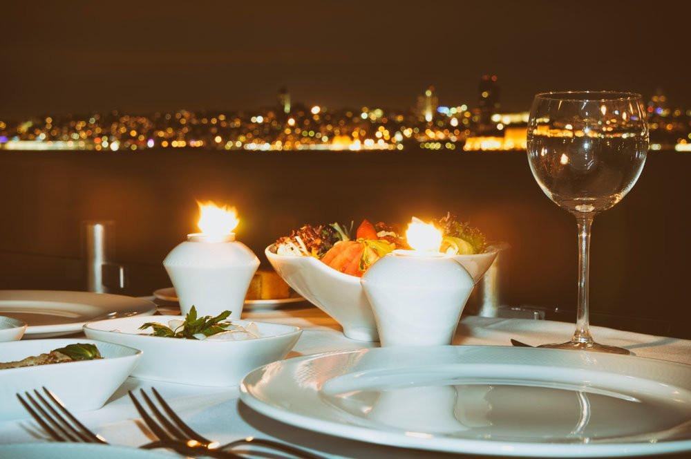 Фото:  Романтический ужин на яхте