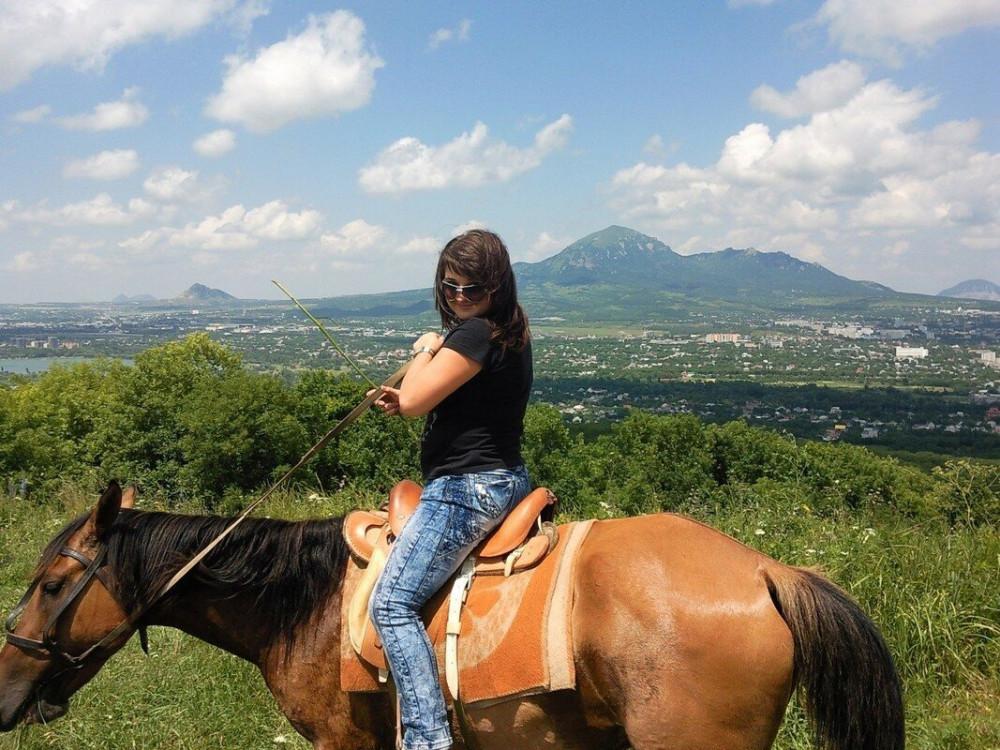 Фото: Прогулка на лошади вблизи Пятигорья