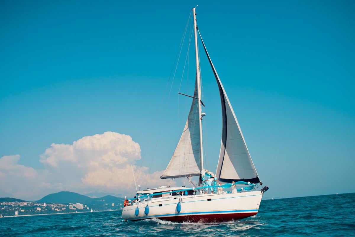 Фото: Обзорная прогулка на парусной яхте «Атолл»