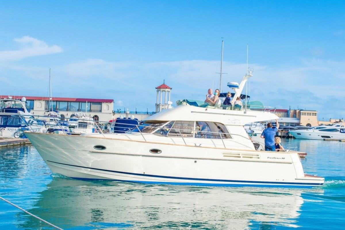 Фото: Моторная яхта «Excellence»