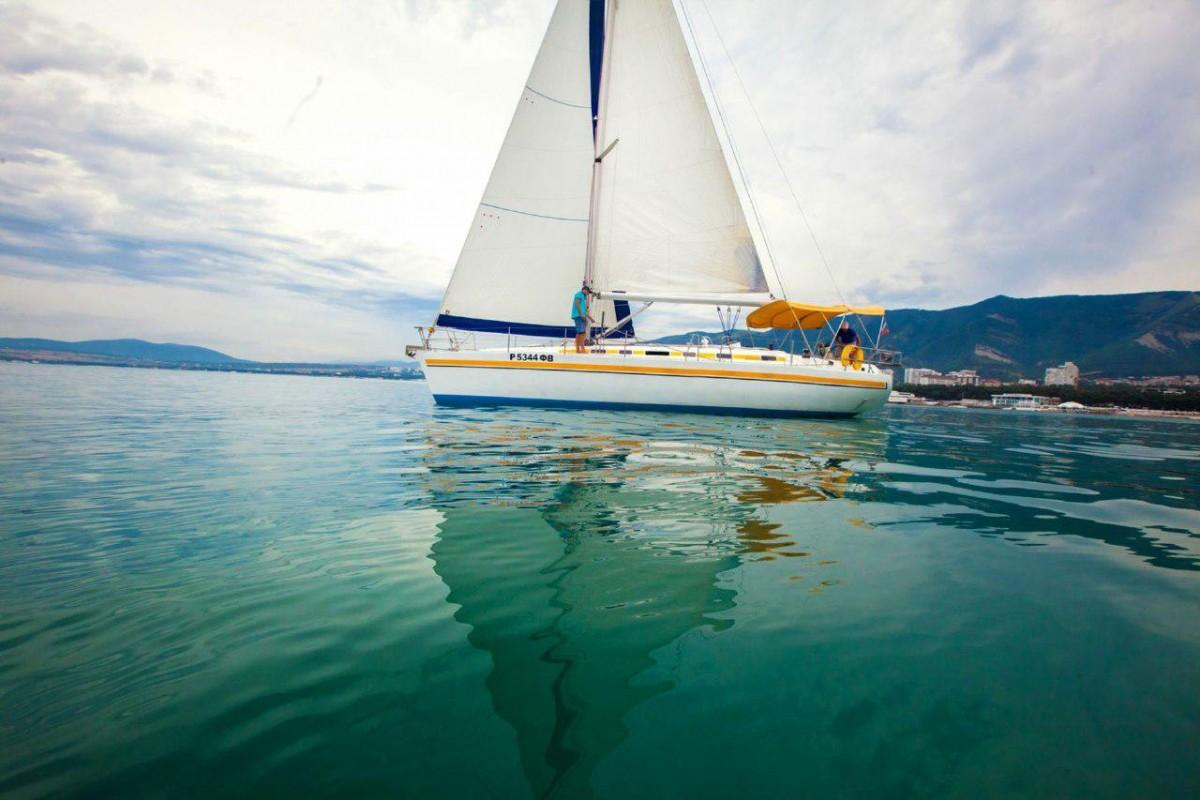 Фото: Парусно-моторная яхта «Салли»