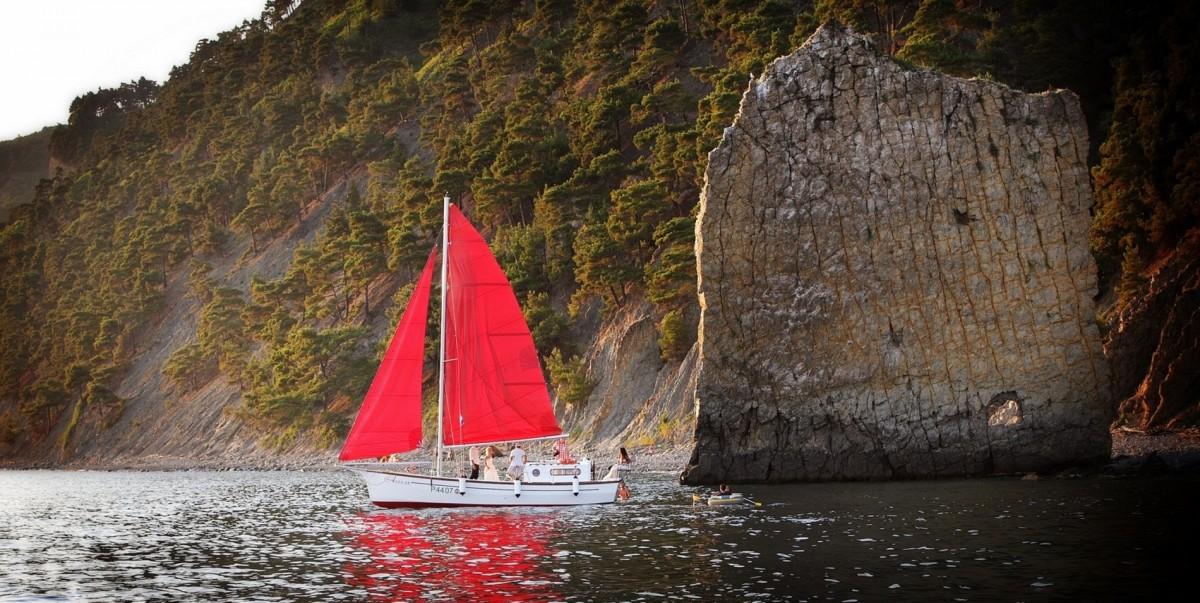 Фото: Аренда яхты «Алые паруса»