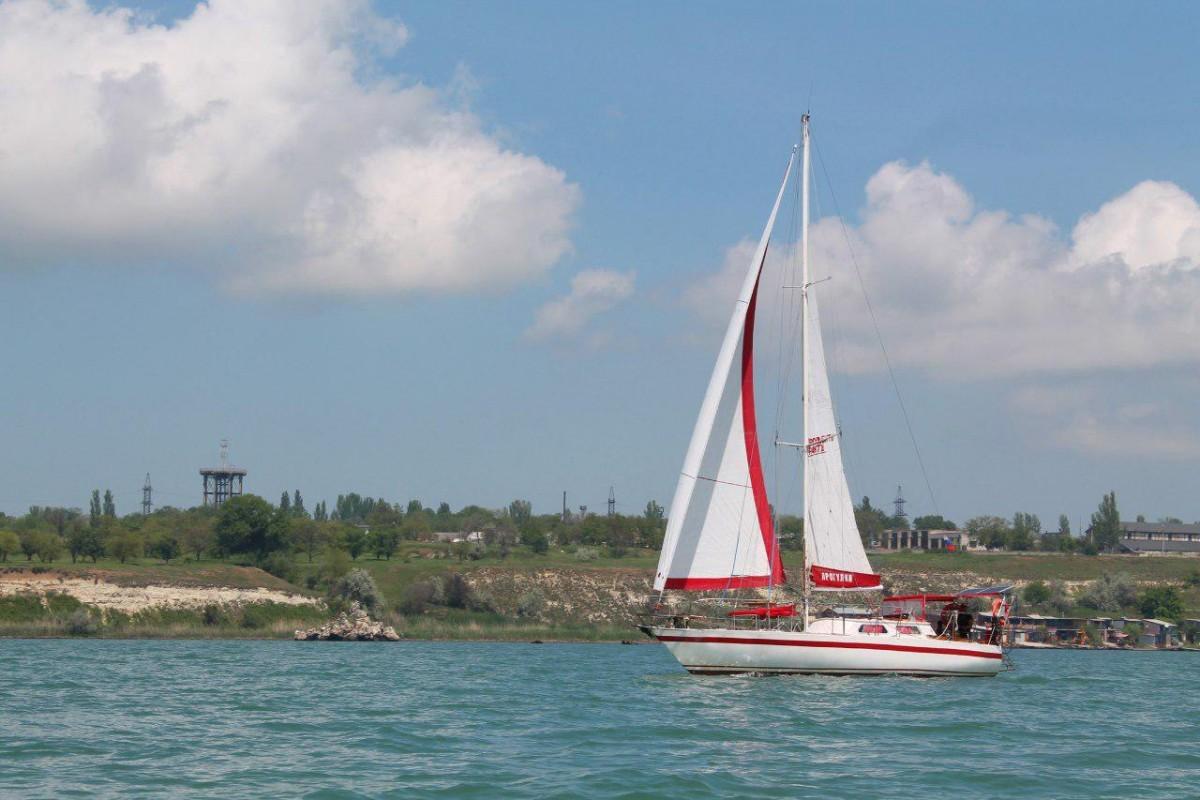 Фото: Парусная яхта в Керчи