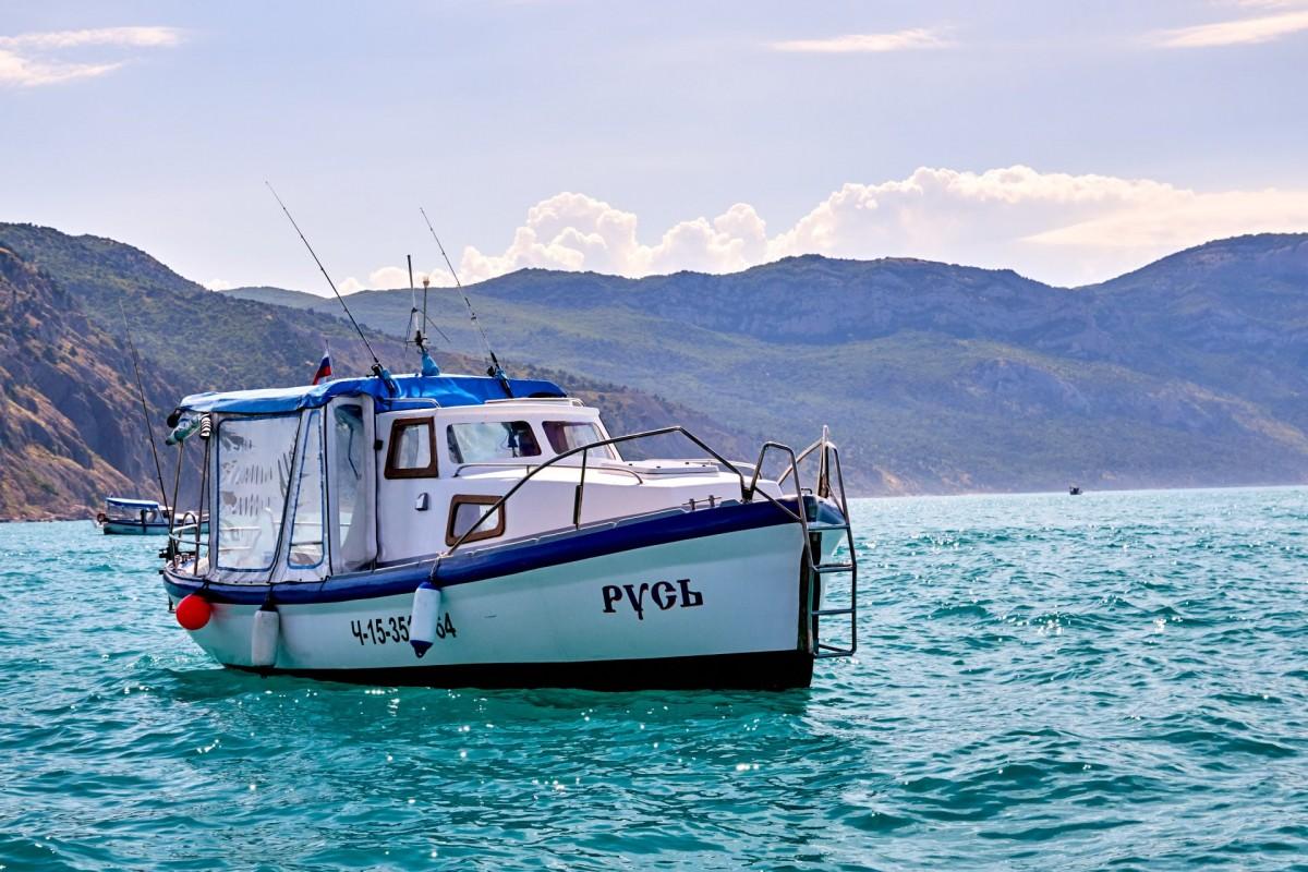 Фото: Прокат катера с капитаном