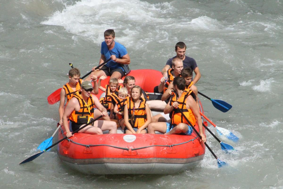 Фото: Рафтинг на реке Мзымта