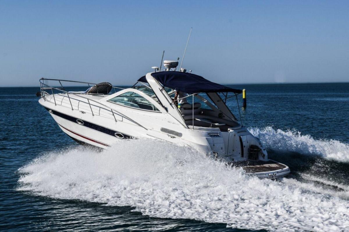 Фото: Яхта моторная «Doral»
