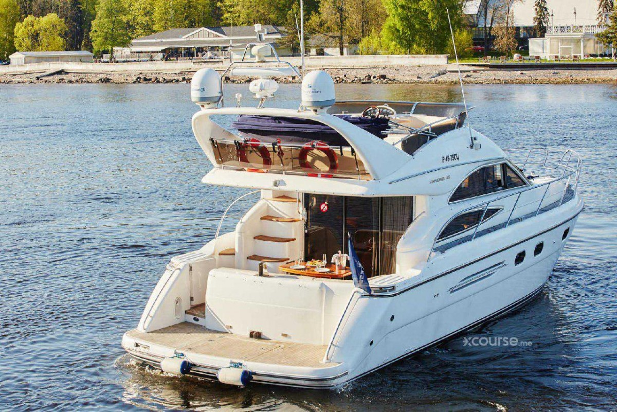 Фото: VIP-яхта «Princess 45»