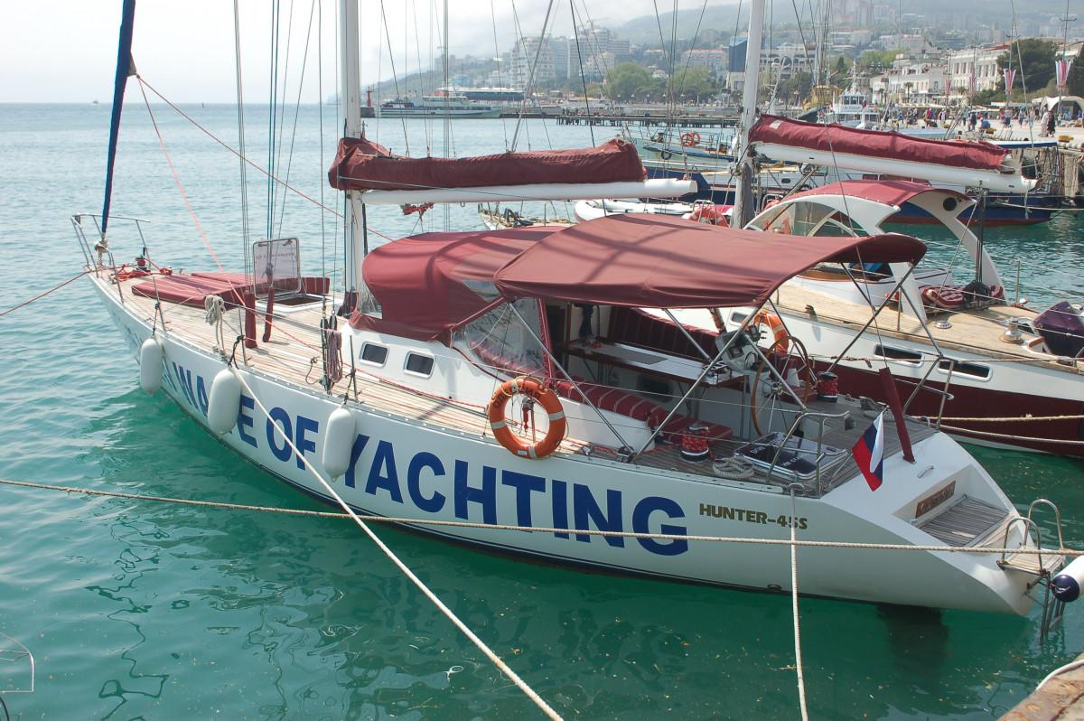 Фото: Парусно-моторная яхта «Hunter 45S»