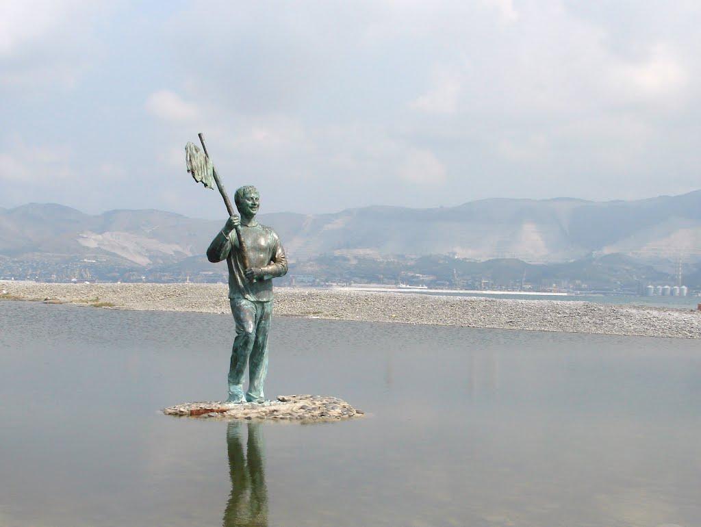 Фото: Памятник Миронову – Геше Козодоеву